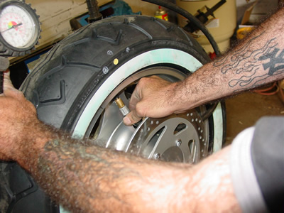 Blow Tire Up to seat tire beads